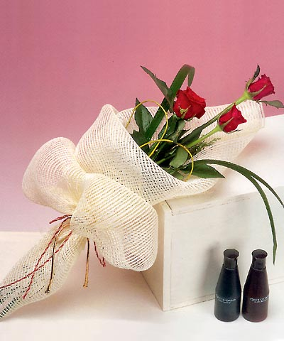 3 adet kalite gül sade ve sik halde bir tanzim  Ankara şentepe internetten çiçek siparişi