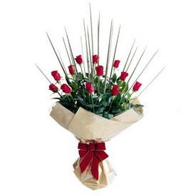 Ankara varlık mahallesi çiçek siparişi vermek  10 adet kirmizi gül özel buket çiçek siparisi