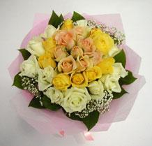 sari ve beyaz gül karisimda   Ankara etimesgut çiçek , çiçekçi , çiçekçilik