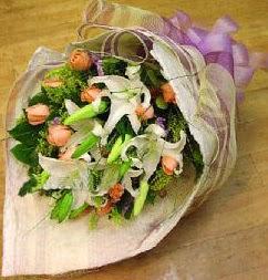 Ankara karacakaya internetten çiçek satışı  11 ADET GÜL VE 1 ADET KAZABLANKA