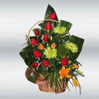 sepet içerisinde 9 gül ve kir çiçekleri  Ankara hacettepe çiçek mağazası , çiçekçi adresleri