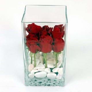 Ankara macunköy çiçekçiler  7 adet kirmizi gül cam yada mika vazo içinde