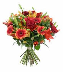 Ankara sincan çiçek gönderme  3 adet kirmizi gül ve karisik kir çiçekleri demeti