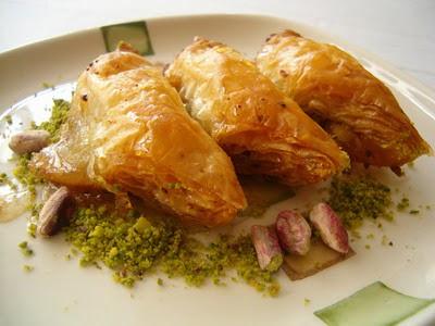 tatli siparisi Essiz lezzette 1 kilo Fistikli Söbiyet  Ankara çayyolu hediye sevgilime hediye çiçek