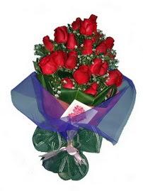 12 adet kirmizi gül buketi  Ankara yenimahalle online çiçek gönderme sipariş