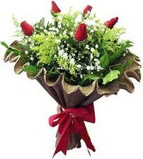 Ankara yenimahalle online çiçek gönderme sipariş  5 adet kirmizi gül buketi demeti