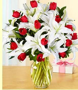 Ankara lalegül çiçek siparişi sitesi  3 kazablanka 10 kırmızı gül vazosu