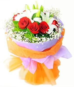 Ankara ostim çiçek gönderme sitemiz güvenlidir  1 dal kazablanka 7 adet kırmızı gül buketi