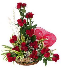 Ankara 14 şubat sevgililer günü çiçek  25 adet kırmızı gül sepeti çiçeği