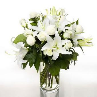 Ankara ostim çiçek gönderme sitemiz güvenlidir  1 dal cazablanca 7 adet beyaz gül vazosu