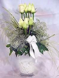 Ankara yenimahalle online çiçek gönderme sipariş  9 adet vazoda beyaz gül - sevdiklerinize çiçek seçimi