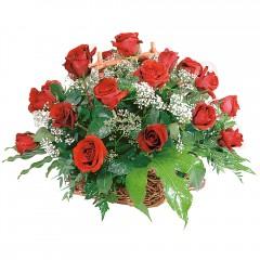 sepet içerisinde 14 adet kırmızı gül  Ankara macunköy çiçekçiler