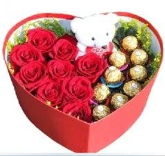 Kalp içerisinde 8 gül 9 çikolata ve ayıcık  Ankara şentepe internetten çiçek siparişi