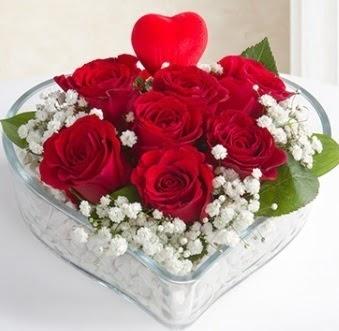 Kalp içerisinde 7 kırmızı gül kalp çubuk  Ankara ostim çiçek gönderme sitemiz güvenlidir