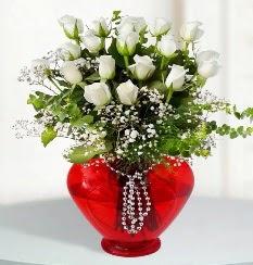 cam kalp içerisinde 12 adet beyaz gül  Ankara yenimahalle online çiçek gönderme sipariş