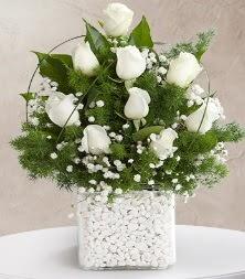 9 beyaz gül vazosu  Ankara gimat çiçek satışı