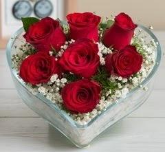 Kalp içerisinde 7 adet kırmızı gül  Ankara ostim çiçek gönderme sitemiz güvenlidir