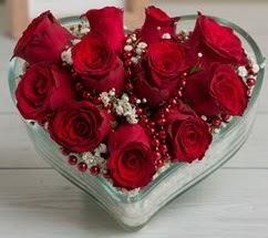 Kalp içerisinde 7 adet kırmızı gül  Ankara eryaman çiçekçi telefonları