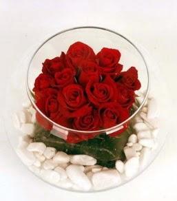 Cam fanusta 11 adet kırmızı gül  Ankara sincan çiçek gönderme