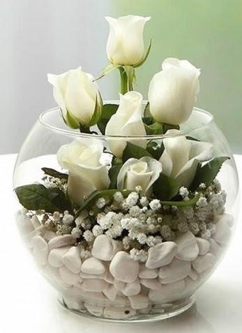 Beyaz Mutluluk 9 beyaz gül fanusta  Ankara lalegül çiçek siparişi sitesi