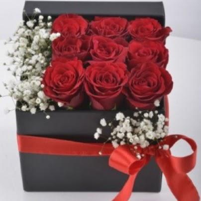 Kutu içerisinde 9 adet kırmızı gül  Ankara lalegül çiçek siparişi sitesi