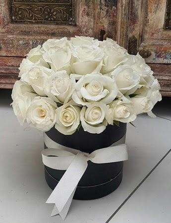 33 adet beyaz gülden görsel kutu tanzimi  Ankara şentepe internetten çiçek siparişi