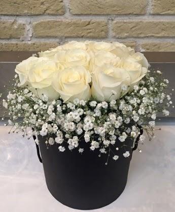 19 adet beyaz gülden görsel kutu çiçeği  Ankara lalegül çiçek siparişi sitesi