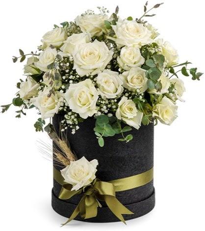 Kutu içerisinde 33 adet beyaz gül tanzimi  Ankara hacettepe çiçek mağazası , çiçekçi adresleri