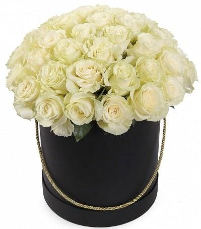 33 Adet beyaz gül özel kutu içerisinde  Ankara karacakaya internetten çiçek satışı