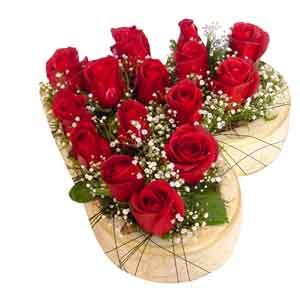 Ankara lalegül çiçek siparişi sitesi  11 adet kalp içinde  güller