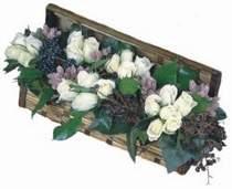 Ankara şentepe internetten çiçek siparişi  13 adet beyaz sandikta gül